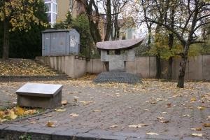 A memorial sculpture to Chiune Sugihara, Vilna(c) Zoë Yacoub 2007